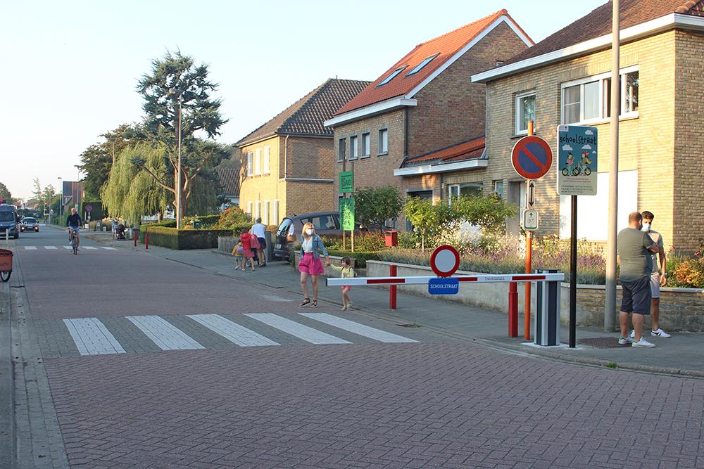 Afsluiten Schoolstraat Met Slagboom